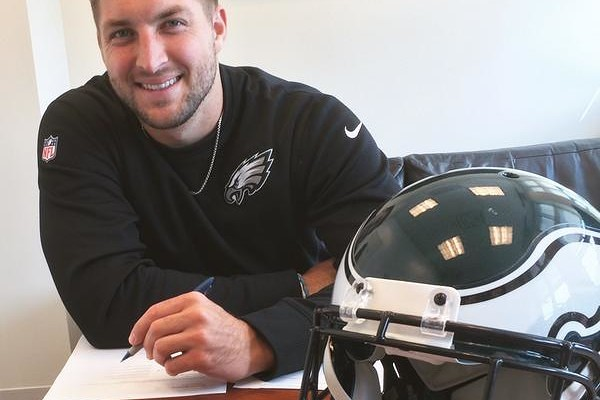 tebow eagles jersey (2)