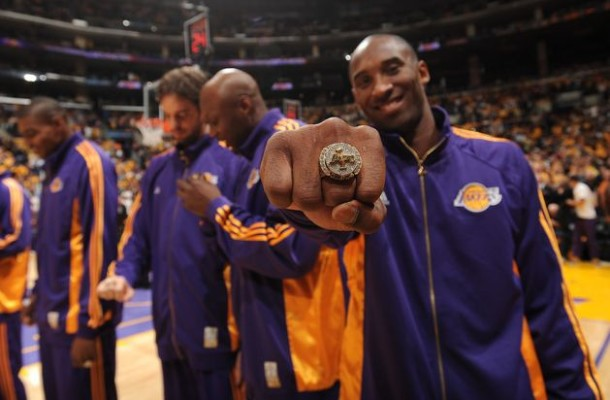 Kobe+Bryant+displays+his+2008-2009+championship+ring