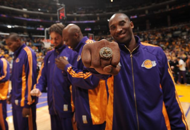 Kobe+Bryant+displays+his+2008-2009+championship+ring